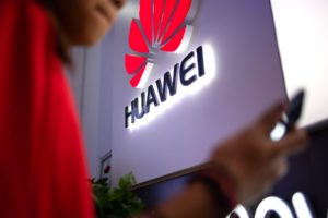 Huawei will pay money to the owners of all smartphones