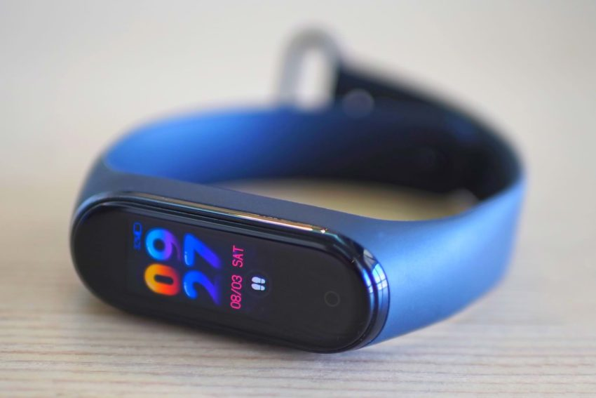 The most important drawback of Xiaomi Mi Band 4, which was fixed in Xiaomi Mi Band 5