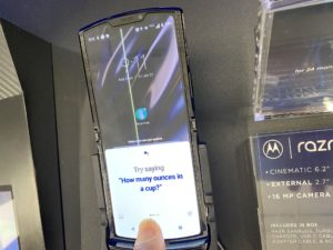 Scary photos and videos for buyers of Motorola Razr 2019
