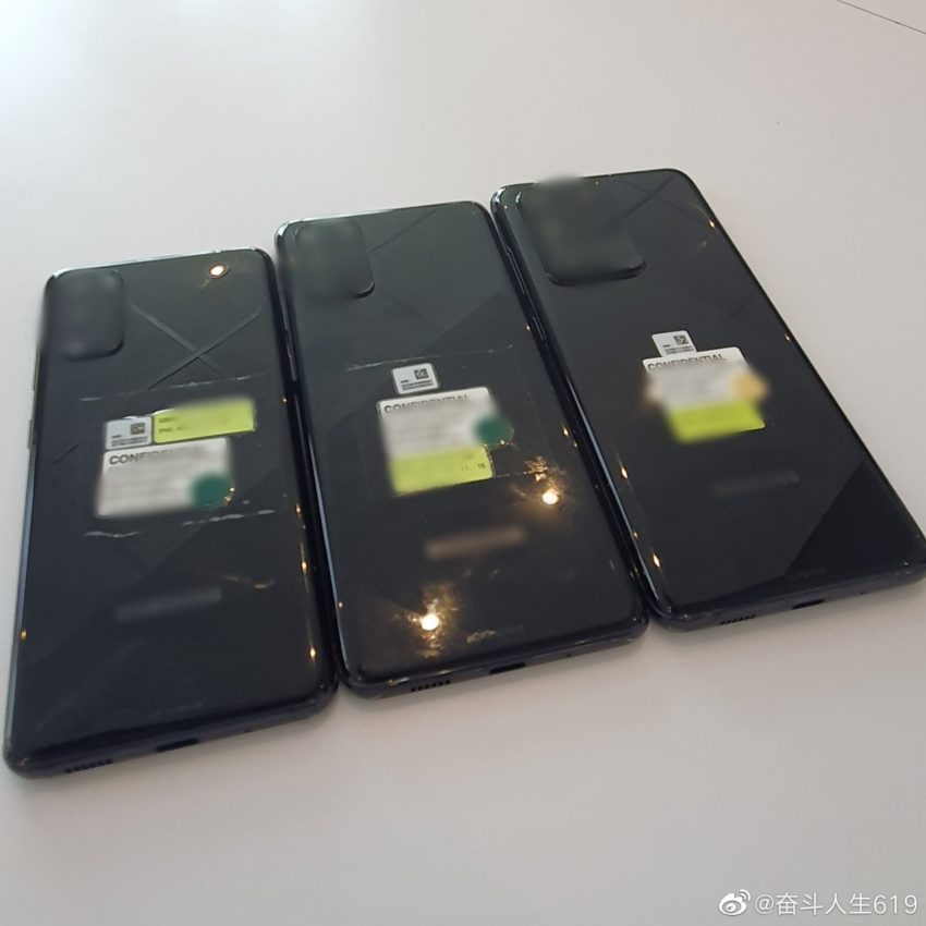 Real Samsung Galaxy S20, S20 + and S20 Ultra are nearby in the photo