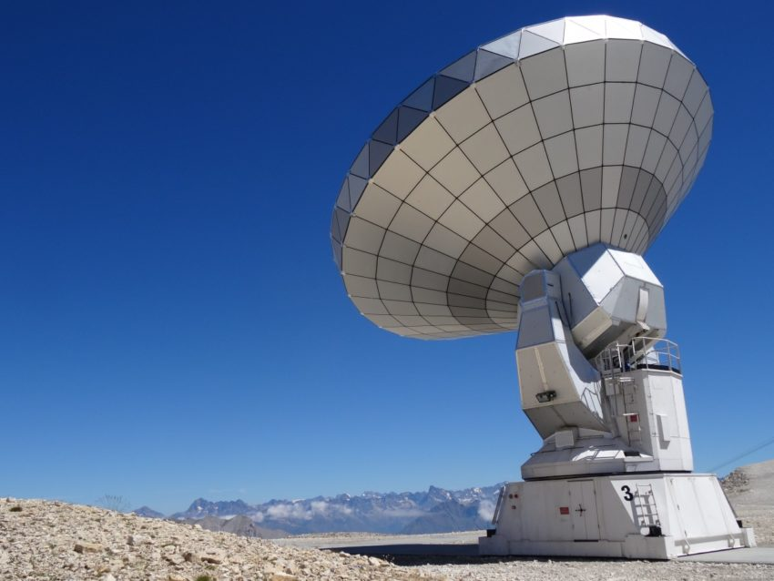 See the stars. The largest ground-based telescopes