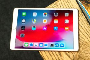 Apple temporarily gives away tablets iPad