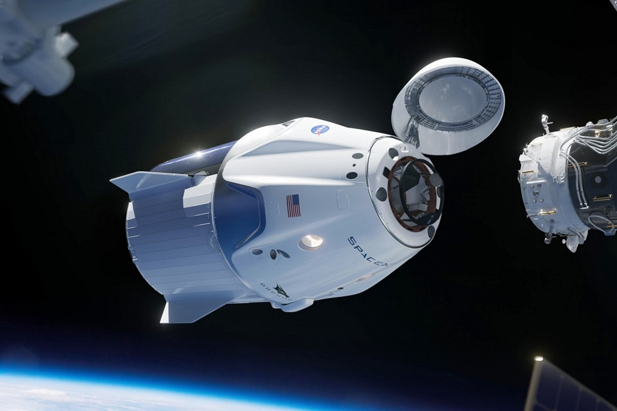 "The American ""truck"" Cargo Dragon on Monday will dock with the ISS"
