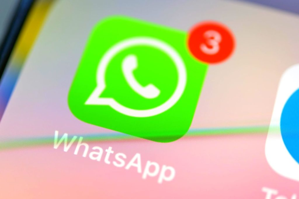 How to use one WhatsApp number on two smartphones